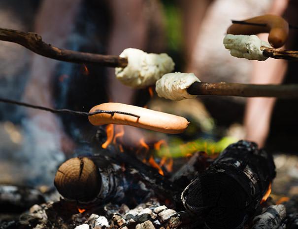 Zum Abschluß Grillen im Indianerdorf
