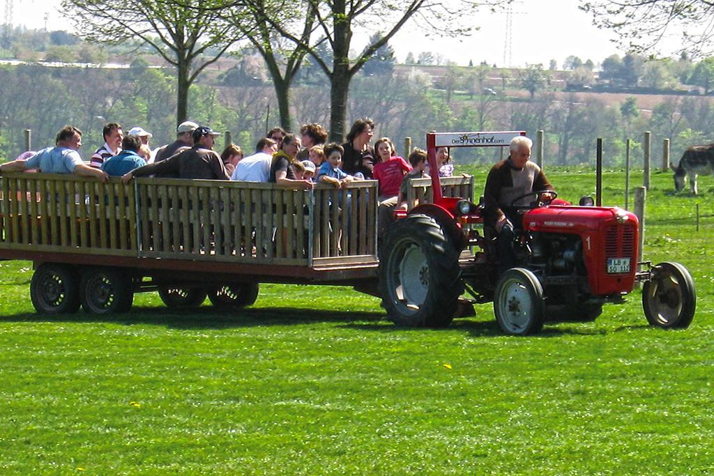 Traktorrundfahrt mit Seniorchef Otto Hörr